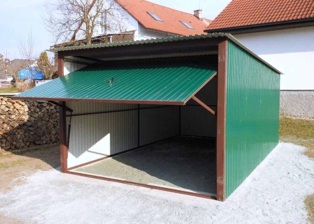 zelená plechová garáž
